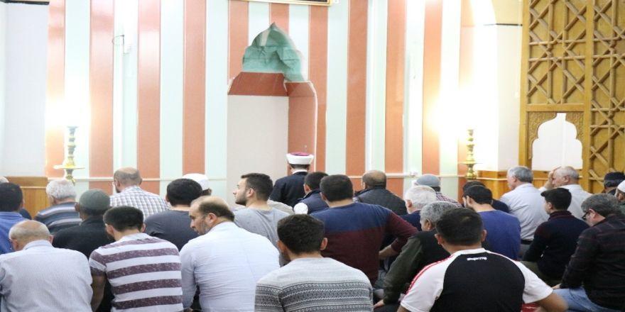 Kırşehirliler İlk Teravih İçin Camilere Akın Etti