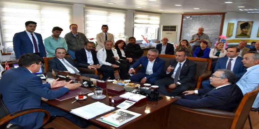 CHP'li vekillerden Özcan'a ziyaret