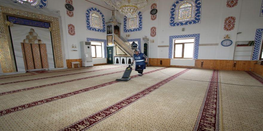 Hacılar Belediyesi'nden Cami Temizliği