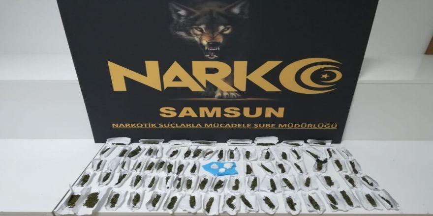 Satışa Hazır Hazır Paketler Esrar Ve Kokainle Yakalandılar