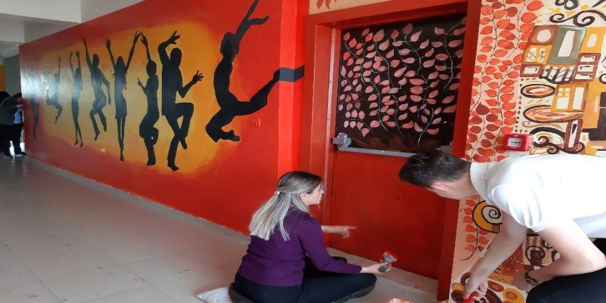 Lisenin koridoru sanat sokağı oldu