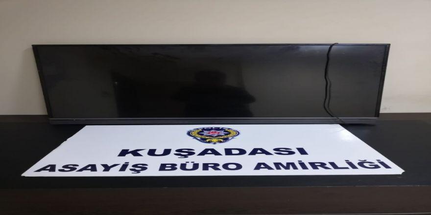 Kuşadası'nda Aranan Hırsızlık Şüphelisi İle Bir Dolandırıcılık Zanlısı Yakalandı