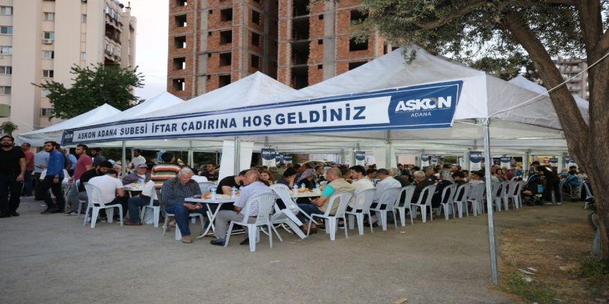 Askon Adana'da Günde Bin Kişiye İftar Veriyor
