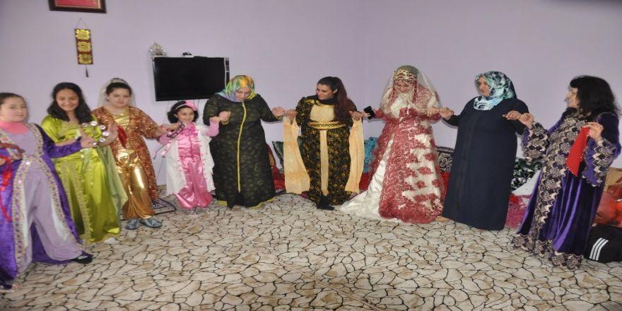 Bitlisli Kadınlardan Köydeki Kızlara Düğün Hediyesi