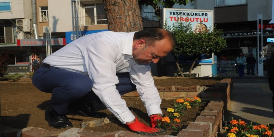 Baharın İlk Çiçeği Başkan Akın'dan