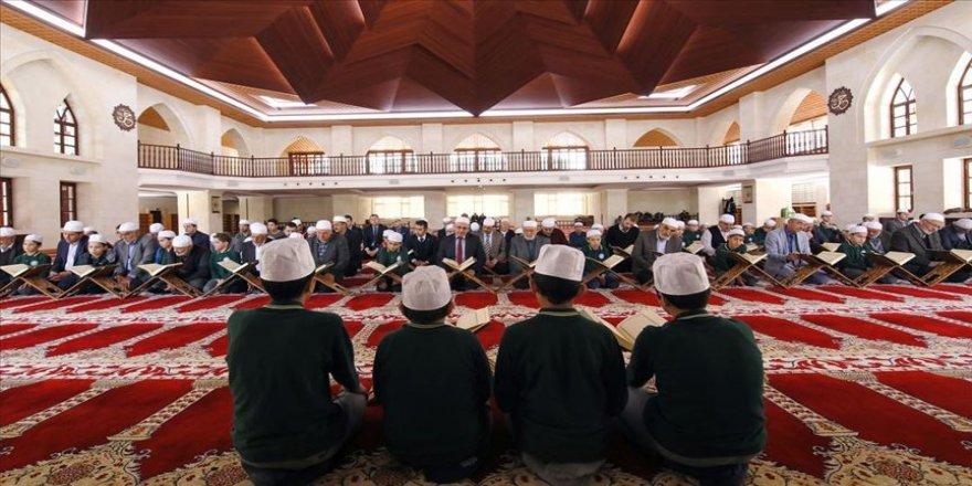 Tarihi camide mukabele geleneği