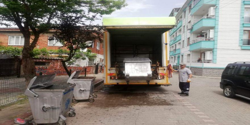 Biga'da Çöp Konteynerleri Yıkanıp, Dezenfekte Edildi