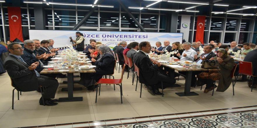 Düzce Üniversitesi Ailesi İftar Yemeğinde Bir Araya Geldi