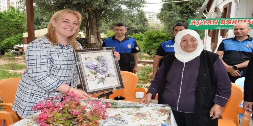 Annelere polisten sürpriz