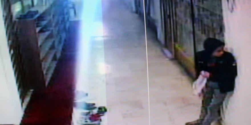 Camide ayakkabı hırsızlığı