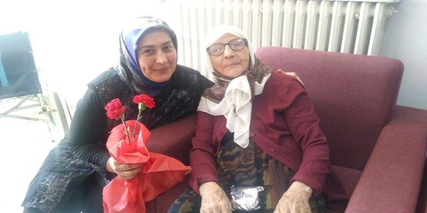 AK Parti Teşkilatından Anneler Günün'de anlamlı ziyaret