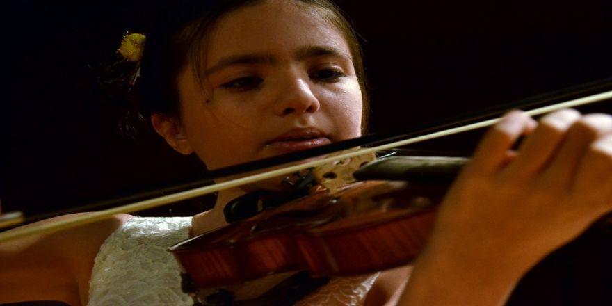 Genç yetenek Elif, İtalya'dan birincilikle döndü