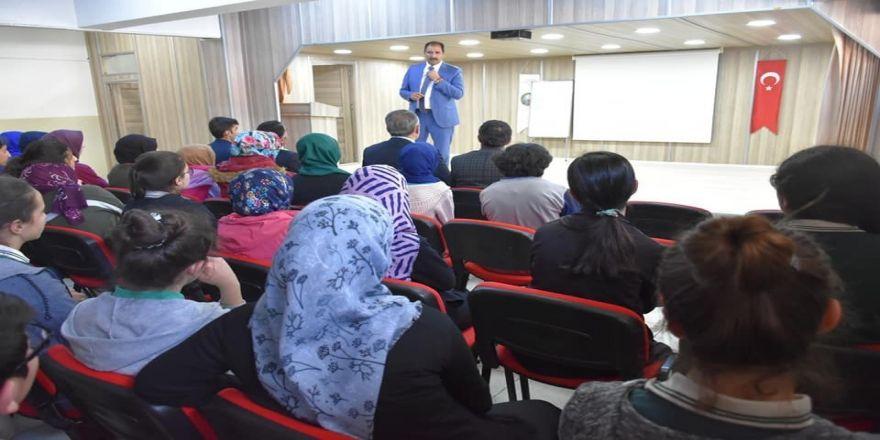 Millî Eğitim Müdürü Aziz Gün, Refahiye'de Öğrencilerle Biraraya Geldi