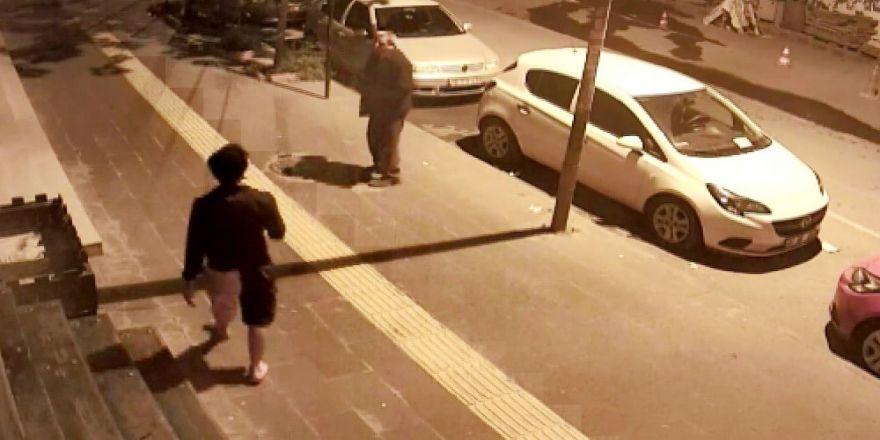 Köpeklerin saldırısından terliklerini çıkarıp koşarak kurtuldu