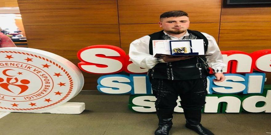 Düzce Üniversitesi Öğrencisi Türkiye Birincisi Oldu