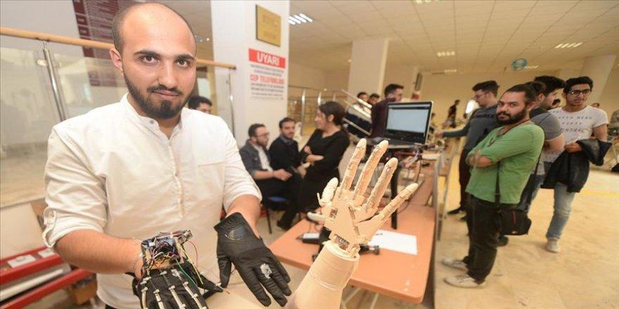 Suriyeli öğrenciler 'robotik el' yaptı