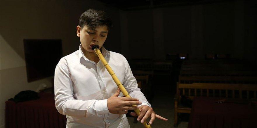 Suriyeli öğrencinin Türk müziği aşkı
