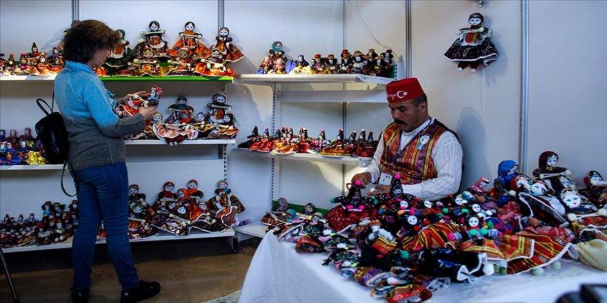 Kapadokya'nın giyim kültürünü bez bebeklerle yaşatıyor