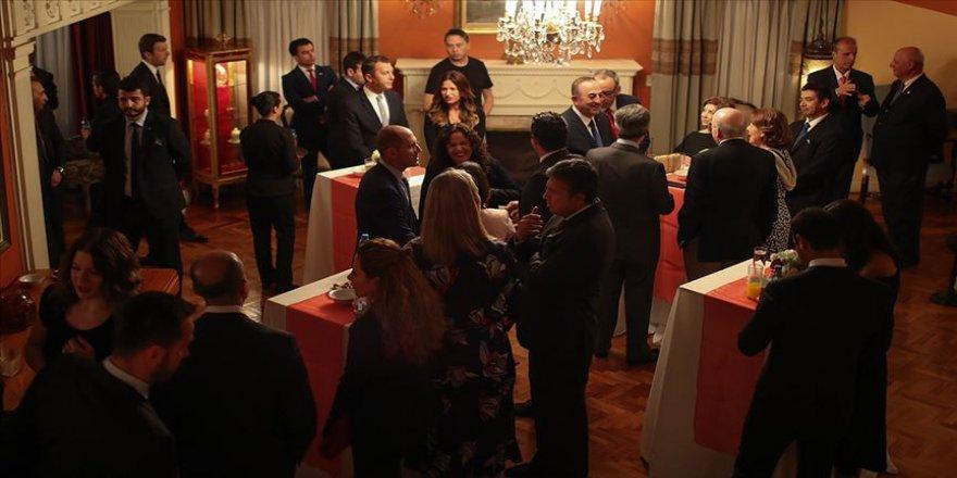 Çavuşoğlu, Meksika'daki Türk toplumu ile görüştü