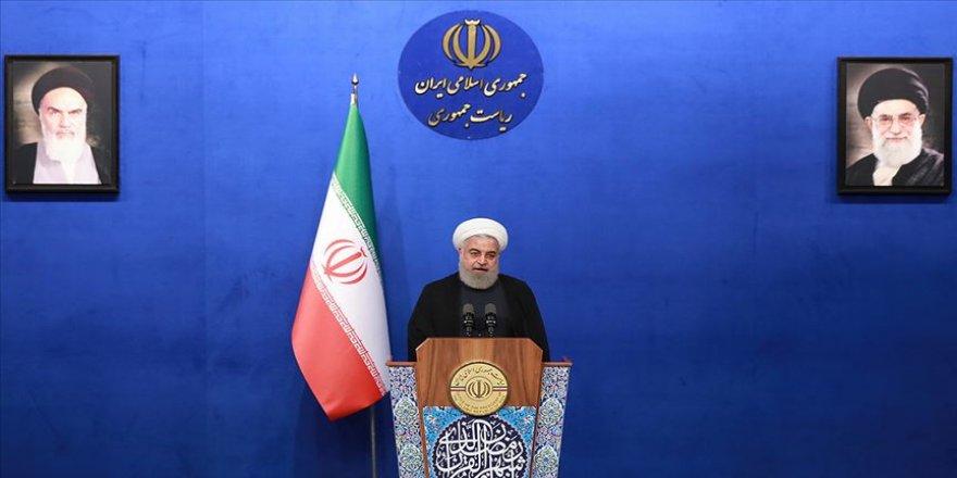 Ruhani'den 'referandum' açıklaması