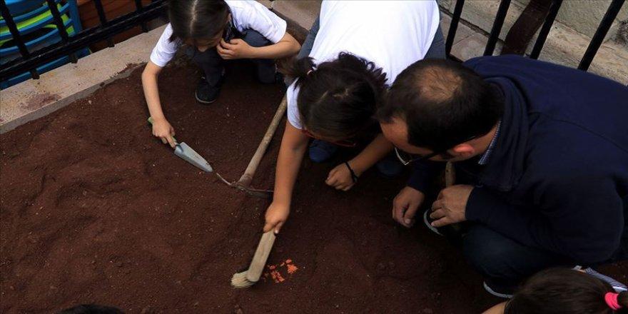 Minik arkeologlar' kazıda