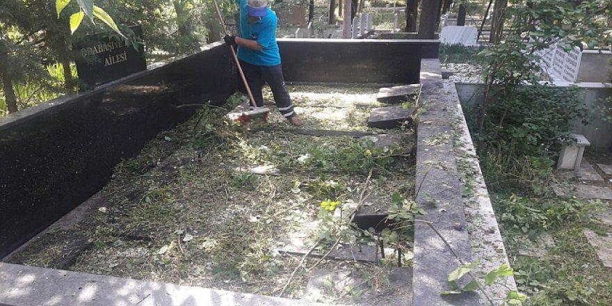Mezarlık bakım ve temizliği yapılıyor