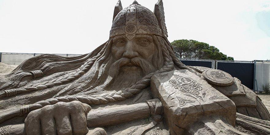 Kum heykeller 'deniz efsaneleri' ile sezonu açtı