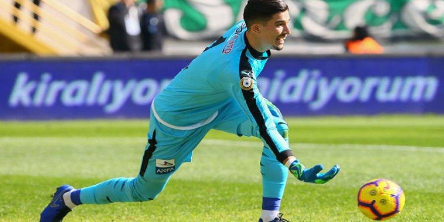 Altay Bayındır'ın Galatasaray'a transfer olduğu iddia edildi
