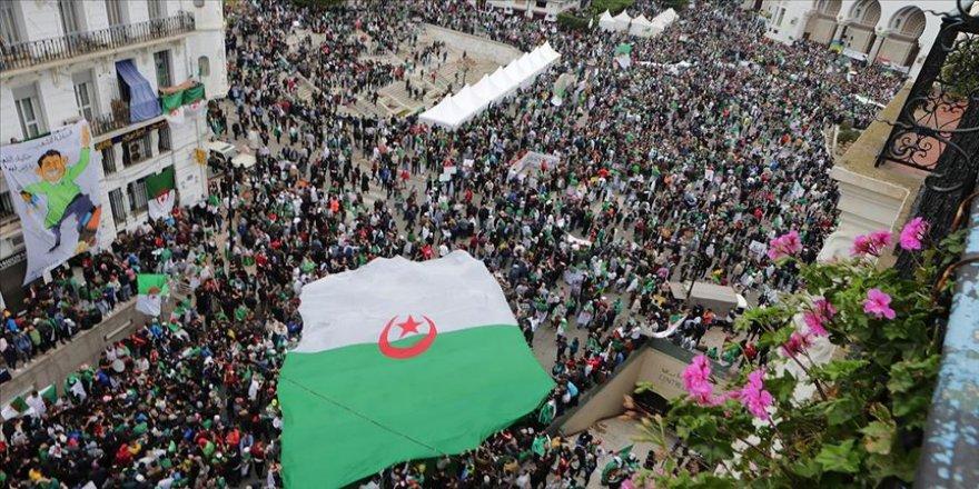 Cezayir'de sokağın geçiş dönemi için istediği isim İbrahimi