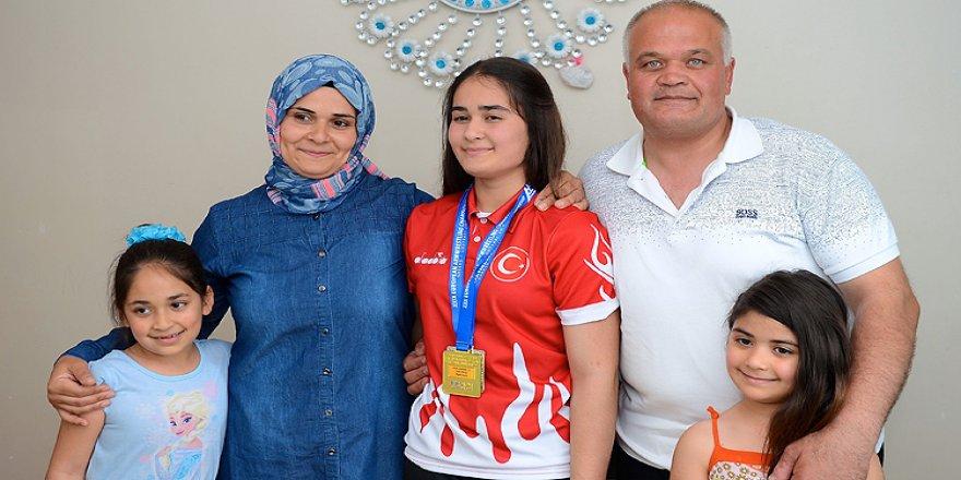 Okul sıralarında antrenman yapıp Avrupa şampiyonu oldu