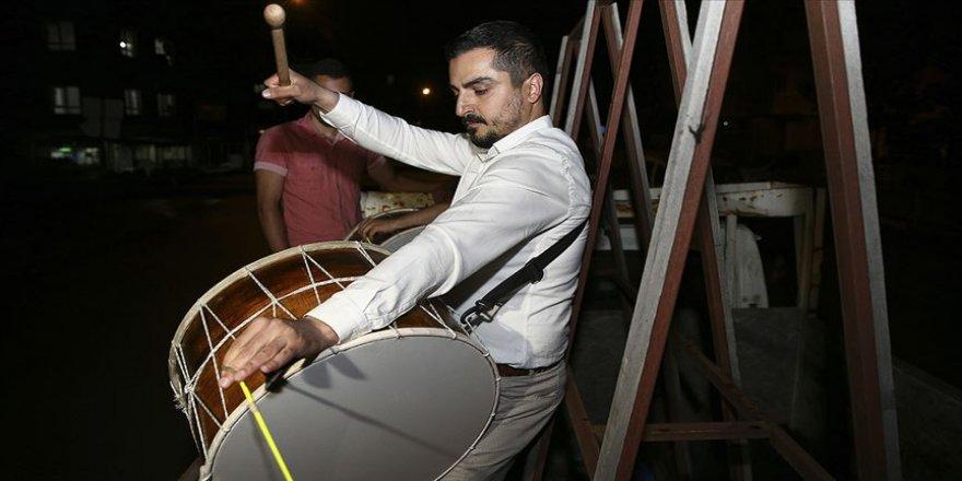 Ramazan davulu ihtiyaç sahibi çocuklar için çalıyor