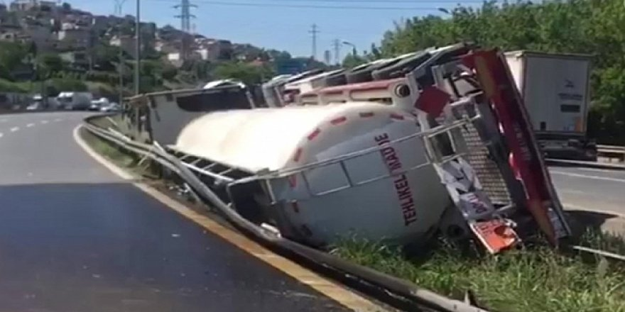Dilovası'nda tanker devrildi