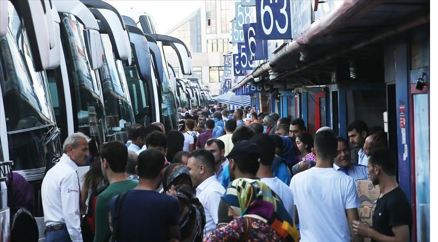 'İstanbul'da otobüslerin gidiş-dönüş biletleri tükendi'