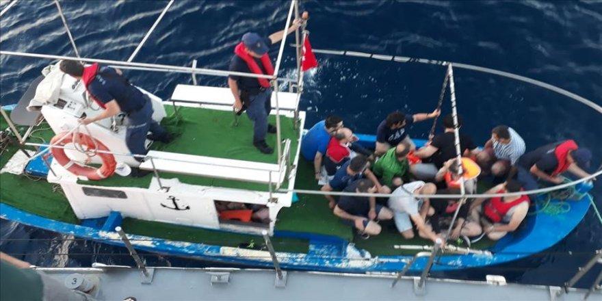 FETÖ şüphelileri tekneyle Yunanistan'a kaçarken yakalandı