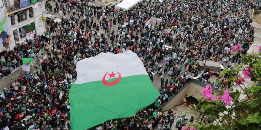 Cezayir'de cumhurbaşkanlığı seçimi iptal edildi
