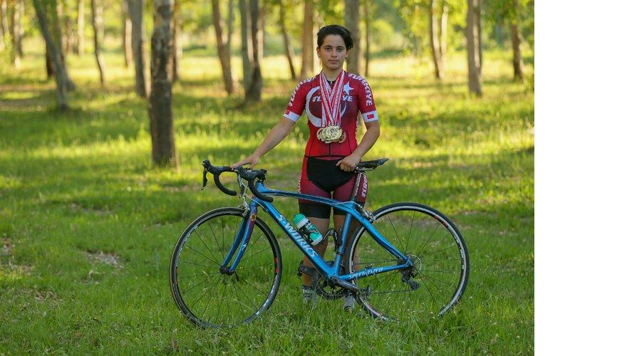 Genç bisikletçi babasının vasiyeti için vites yükseltti