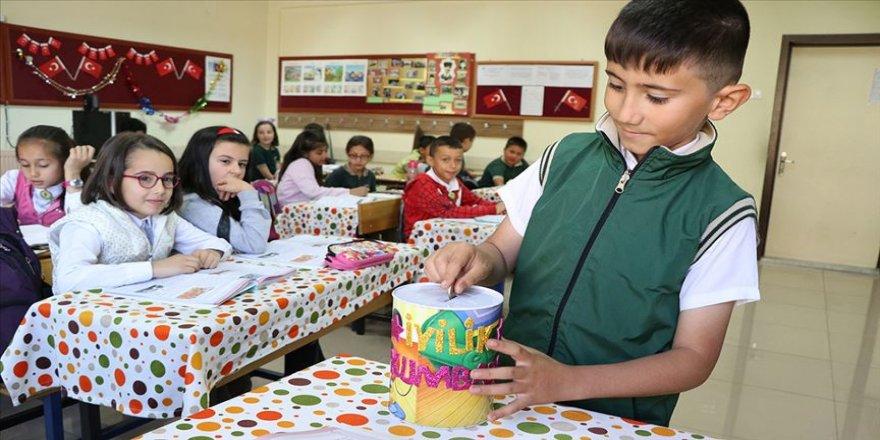 Minik öğrenciler ramazanda yetimleri ve yoksul aileleri unutmadı