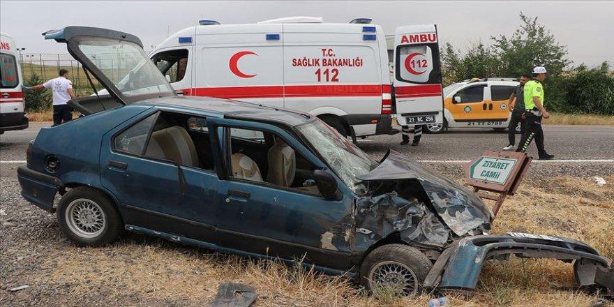 Diyarbakır'da minibüs otobüse çarptı: 20 yaralı