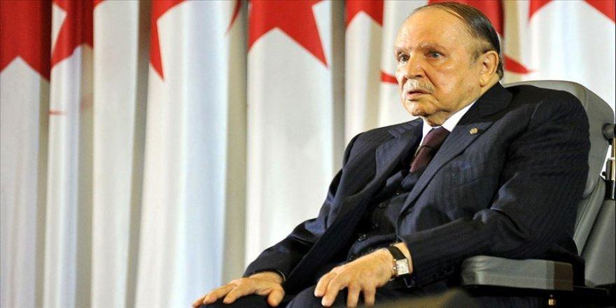 Cezayir'de Buteflika dönemini anlatan kitap tartışmalara yol açtı