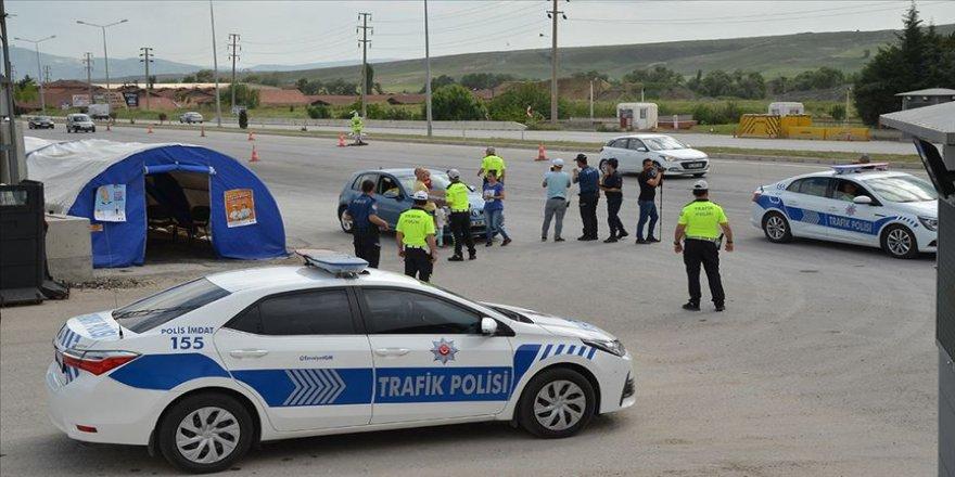 Darbe girişimi sonrası oluşturulan kontrol noktasında bin 134 şüpheli yakalandı