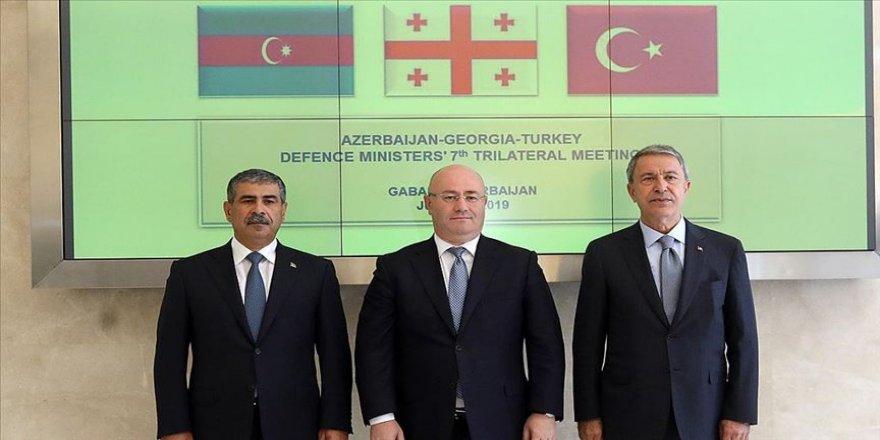 Azerbaycan, Gürcistan ve Türkiye Savunma Bakanları bir araya geldi