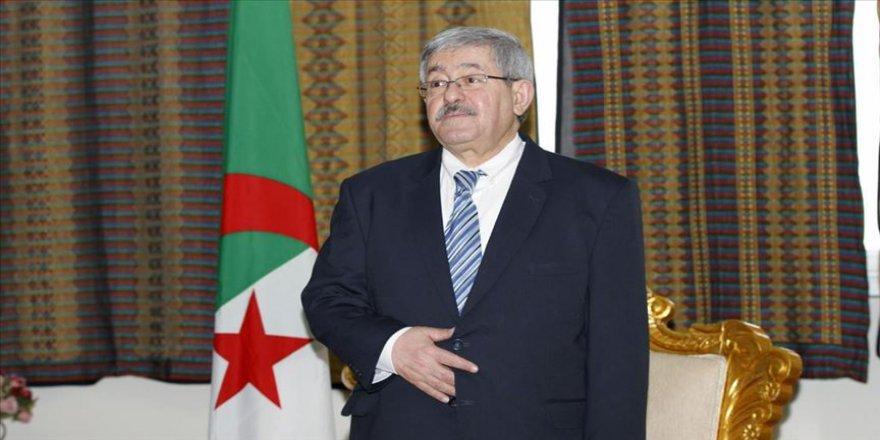 Cezayir'de eski Başbakan ve Bakan tutuklandı