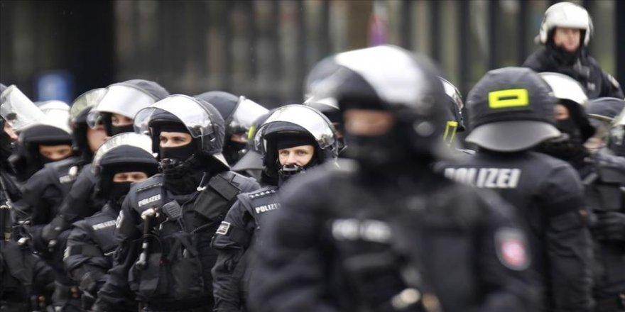 4 polis tutuklandı