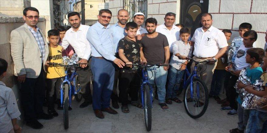 Kur'an-ı Kerim'i güzel okuyan çocuklara bisiklet