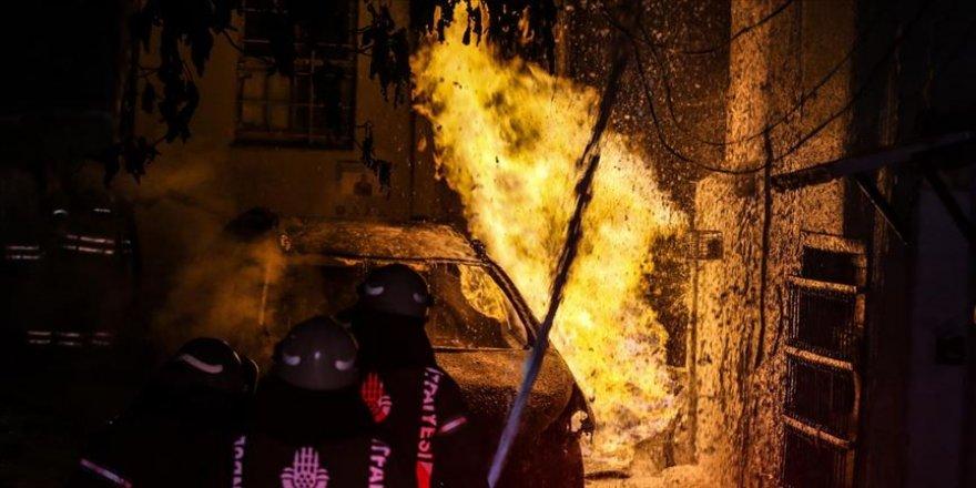 Otomobilde çıkan yangın doğalgaz kutusuna sıçradı