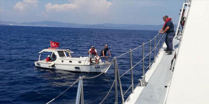 Arızalanan teknedeki 4 kişi kurtarıldı