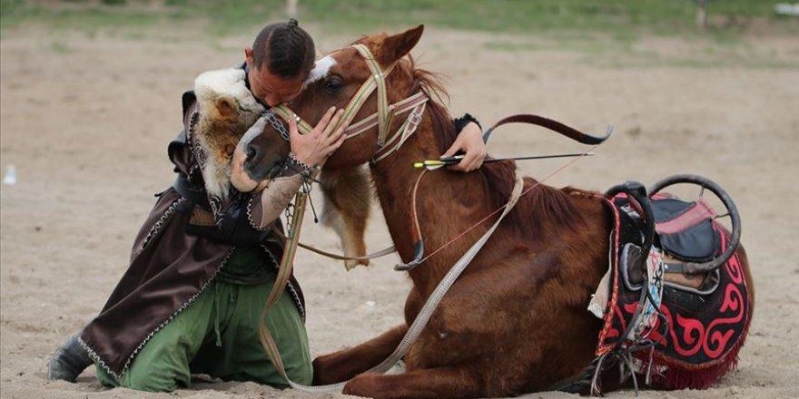 Ata Yurdu'nda geleneklerini yaşatıyorlar