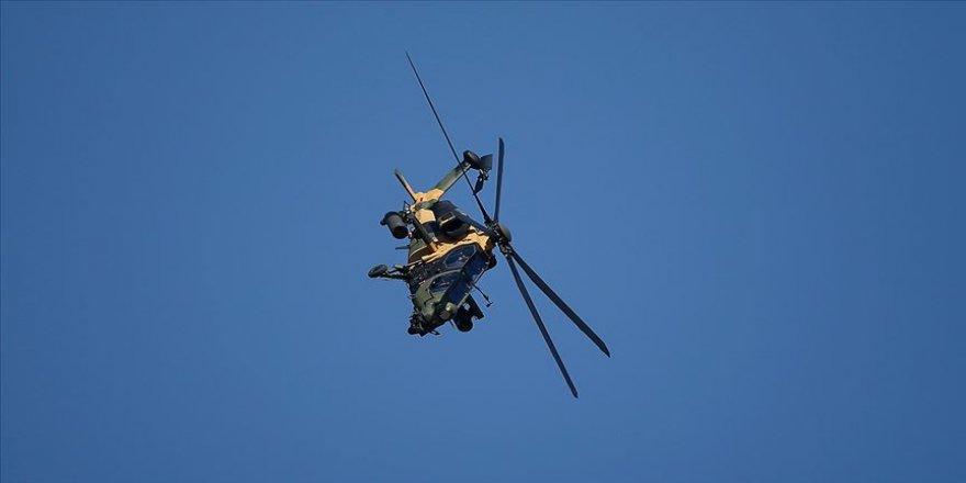 Atak helikopterinden Paris'te gövde gösterisi