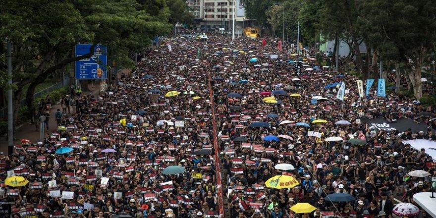Hong Kong yönetiminden yasal düzenleme çalışmaları için yeniden özür
