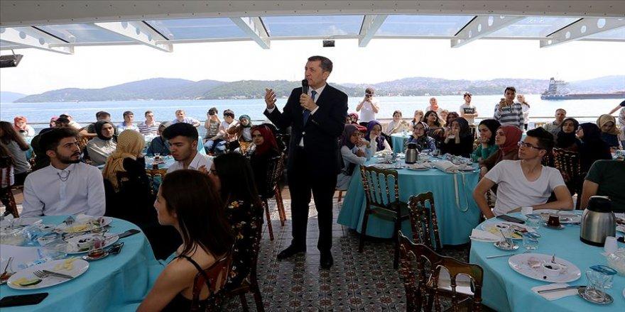 Milli Eğitim Bakanı Selçuk: Soru çözmek değil, sorun çözmek önemli